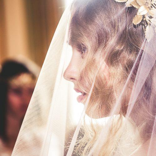 Foto del fotografo di matrimonio a Milano Mairo Cinquetti della sposa con il velo sul viso