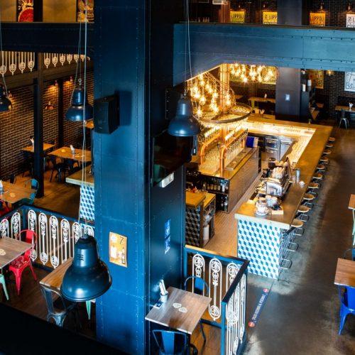 Foto dell'interno di un pub durante un servizio fotografico per ristoranti, foto di Mairo Cinquetti