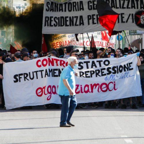 Protesta degli anarchici in Via Padova a Milano, foto di Mairo Cinquetti