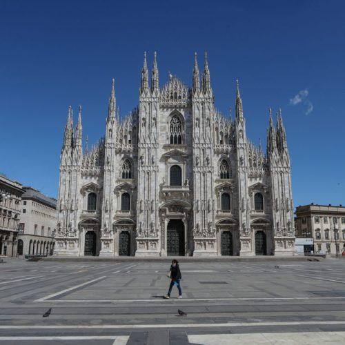Piazza del Duomo a Milano deserta durante il lockdown per l'emergenza coronavirus, foto di Mairo Cinquetti