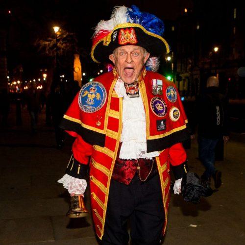 Cittadino favorevole alla Brexit in Piazza a Londra durante il primo giorno di Brexit, foto di Mairo Cinquetti