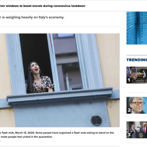 Singer on a balcony in una pubblicazione su CNBC, foto di Mairo Cinquetti