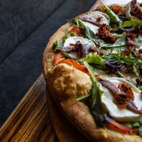 Foto di una pizza durante un servizio fotografico per ristoranti, foto di Mairo Cinquetti