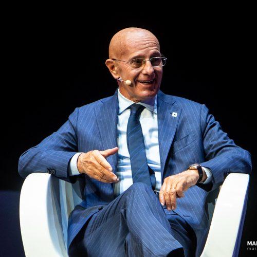 L'allenatore Arrigo Sacchi durante il Festival dello Sport a Milano, foto di Mairo Cinquetti