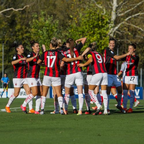 Il Milan Women festeggia la vittoria contro il Bari Women a Milano, foto di Mairo Cinquetti